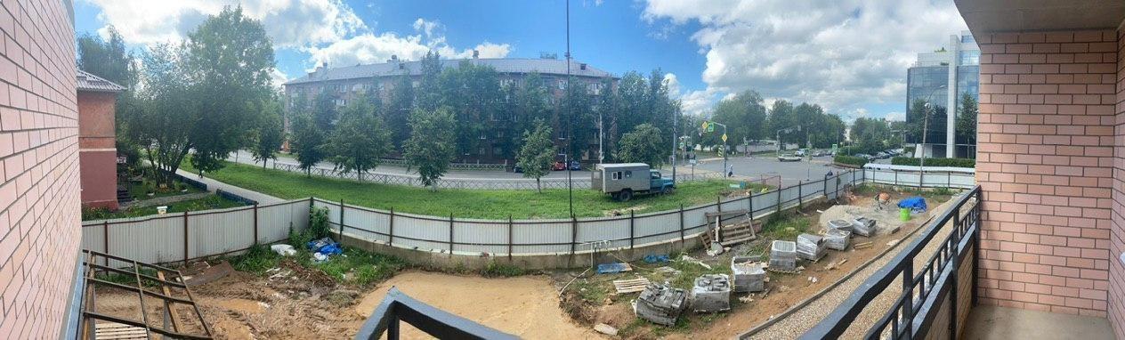 Вид с 2-го этажа на ул. Угличская
