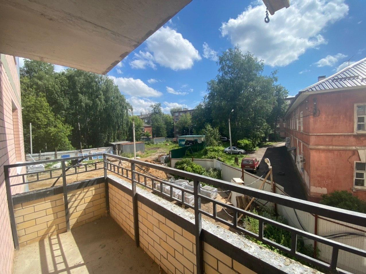 Вид с 2-го этажа во двор